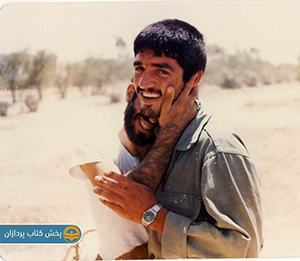 شهید-یوسف-اللهی-در-کنار-دوستش-در-کتاب-حسین-پسر-غلامحسین